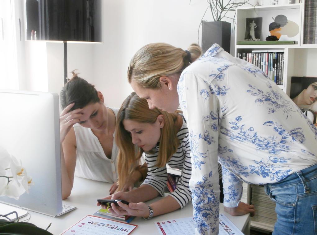 Das Team von ICOON for refugees: Katja Koeberlin (li.), Gosia Warrink (ich, mitte) und Monika Pfau (rechts)